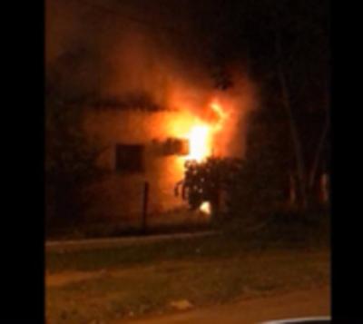 Mujer muere en incendio de vivienda