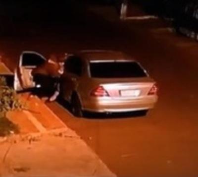 Así atacan motochorros a una mujer en Hernandarias