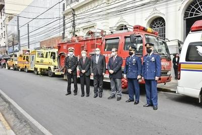 Japón donó ambulancias, autobombas y carro químico a bomberos paraguayos
