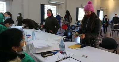 Gobierno Nacional efectiviza primer desembolso para becarios de Ñeembucú