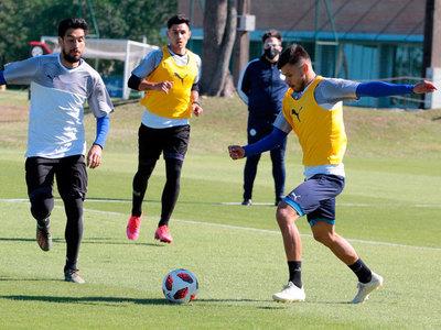 Once futbolistas que trabajan en Albiróga se hacen el test de Covid-19