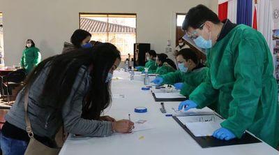 Universitarios de Ñeembucú reciben becas de estudios