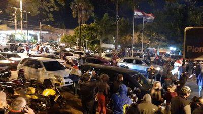 CDE: Masiva concurrencia en protesta contra retroceso de cuarentena