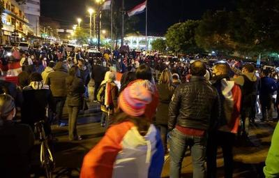 Disturbios en Ciudad del Este tras decisión de volver a cuarentena total