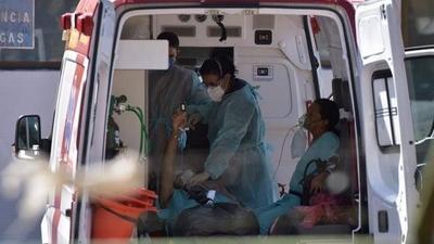 HOY / Brasil registra récord diario de muertes y casos positivos de COVID-19