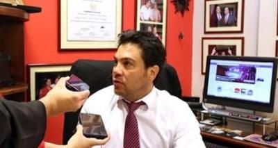 Óscar Tuma asevera que su cliente sólo dio hasta hoy el 30% de las pruebas contra Friedmann