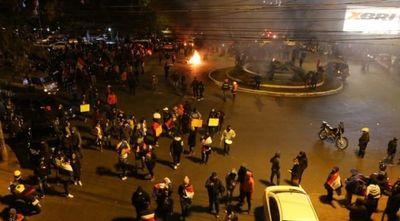 CDE: unos 60 detenidos, varios heridos y robo de G. 500 millones a una joyería