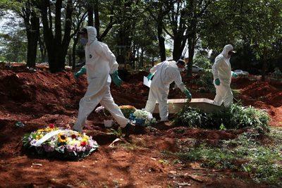 Brasil supera 2,5 millones de casos y 90.000 muertes con récords diarios