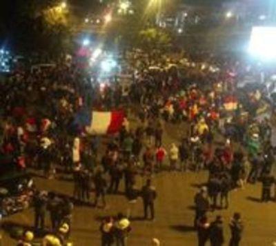 Decenas de detenidos tras disturbios en Ciudad del Este