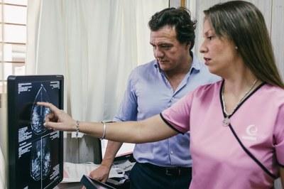 Trabajo colaborativo para reducir la mortalidad del cáncer de mama
