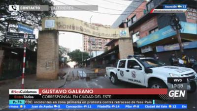 HOY / Gustavo Galeano, con el movimiento actual en el microcentro de Ciudad del Este, tras las protestas de anoche