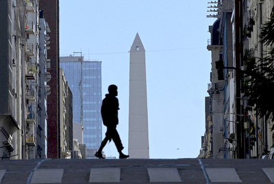 """Argentina llama a ponerse """"firmes"""" porque la cuarentena """"no está funcionando"""""""