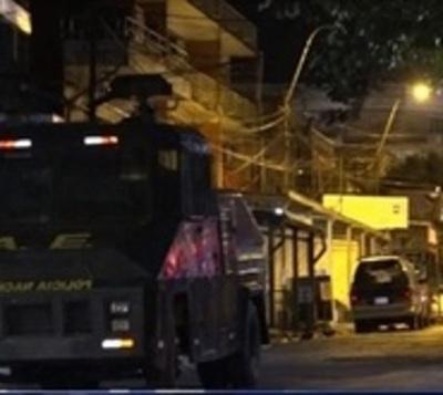 Policía refuerza seguridad del Mercado 4 por temor a saqueos