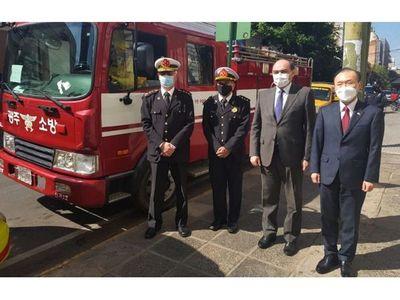 Embajada de Corea dona vehículos a bomberos del interior