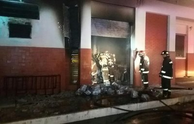 Incendio en dependencia policial produjo daños materiales