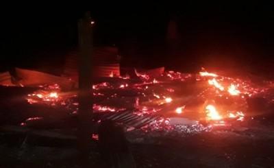 Vivienda quedó reducido totalmente en cenizas por un incendio