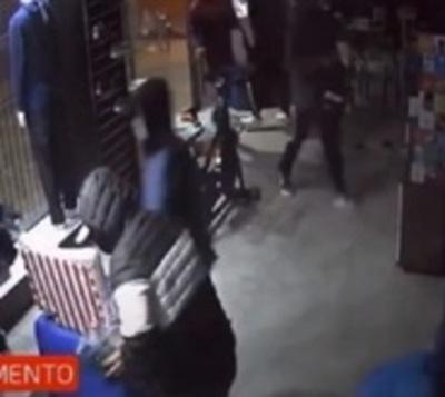 Así saquean tienda en Ciudad del Este