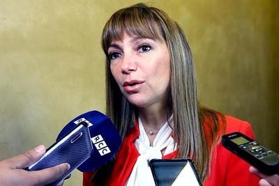 Piden interpelar a polémica ministra por repetidas muestras de corrupción e ineficacia