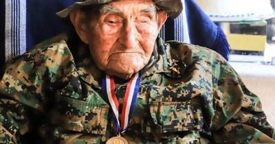 Excombatiente cumplió 107 años y Mario Abdo le regaló un empedrado