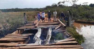 Desconocidos queman puente de madera en Horqueta por falsas promesas del MOPC