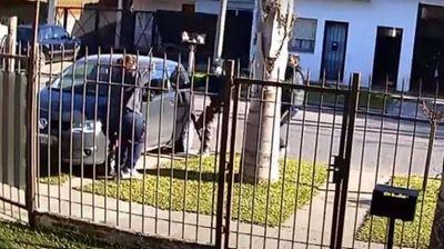 Argentina: Salió a trabajar y le robaron el auto con su hijo adentro, luego arrojaron al nene a la calle
