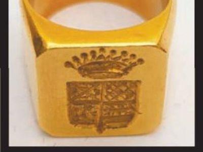 El anillo que lleva a las hermanas del Mariscal