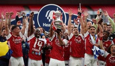 Con doblete de Aubameyang, el Arsenal vuelve a levantar la FA Cup