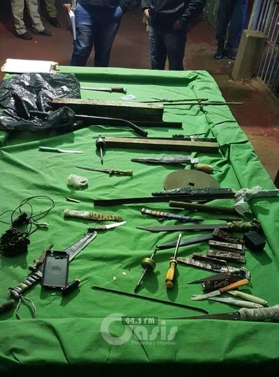 Incautan varios estoques tras allanamiento en cárcel de Pedro Juan