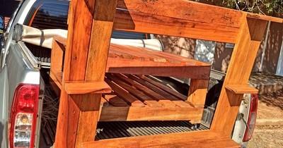 Padre de niño internado ofreció muebles de su fabricación para solventar gastos
