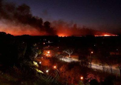 Avanzan los incendios en el delta del río Paraná en Argentina