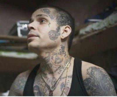 """El tatuador de Tacumbú: """"El perfil de chico malo le gusta a las mujeres"""""""
