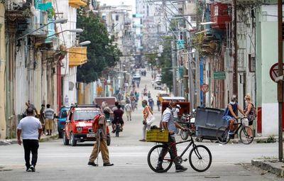 Cuba recibe sus primeros turistas desde el cierre de fronteras por COVID-19