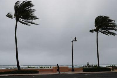 Florida se prepara para afrontar huracán Isaías