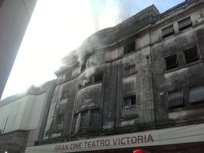 SNC lamenta incendio de ex cine teatro Victoria y pide a propietarios cuidar bienes culturales