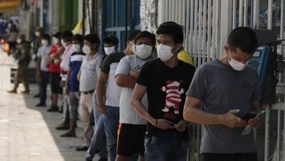 HOY / Perú marca récords de contagios diarios un mes después de quitar la cuarentena