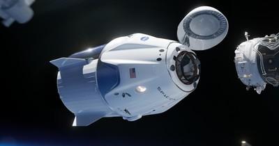 La cápsula tripulada de SpaceX ameriza frente a la costa de Florida