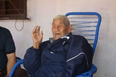 Excombatiente de 107 años ruega que el COVID desaparezca