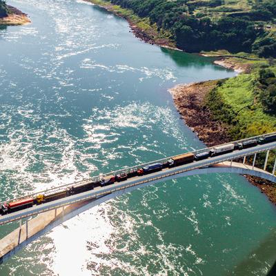 Intendente de Foz ofrece ayuda para reabrir al Puente de la Amistad