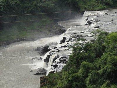 Encuentran cadáver de un adolescente en cascada del río Acaray
