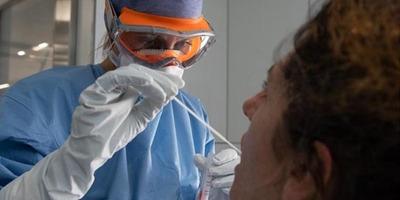 """EEUU, en """"nueva fase"""" de la pandemia con contagios en áreas urbanas y rurales"""