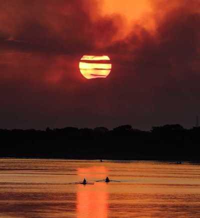 Lunes con cielo escasamente nublado y temperaturas calurosas