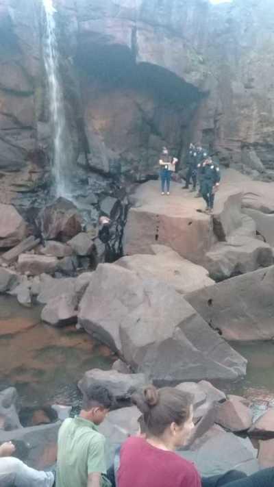 Hallan cuerpo de adolescente en una cascada del río Acaray