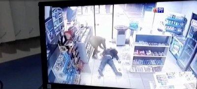 Delincuente asesina a un hombre en asalto a comercio
