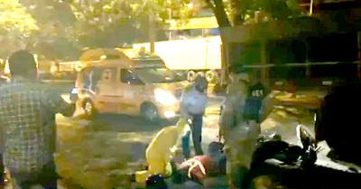 Motociclista muere al estrellarse contra un camión varado en ruta