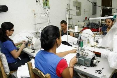 Industriales aguardan el 'OK' del Gobierno para iniciar fabricación de batas