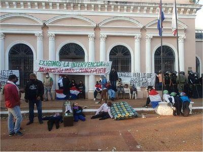 Ciudadanos indignados ocupan Comuna de Concepción