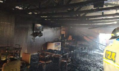 Incendio consume totalmente el local de un restaurant en Santa Rosa del Monday – Diario TNPRESS