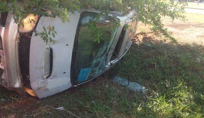 Conductor sufre heridas al volcar el furgón que conducía, en M. Guazú – Diario TNPRESS