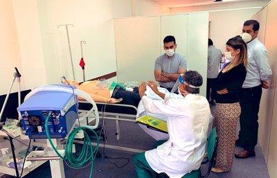 Médicos y enfermeras inician prácticas de capacitación en terapia intensiva