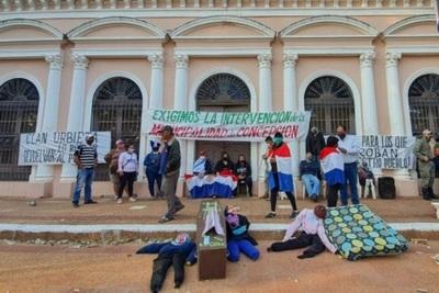 Sede de municipalidad de Concepción fue tomada por manifestantes: Exigen intervención